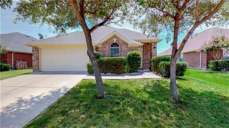 1311 Lake Forest Drive, Grand Prairie, TX 75052
