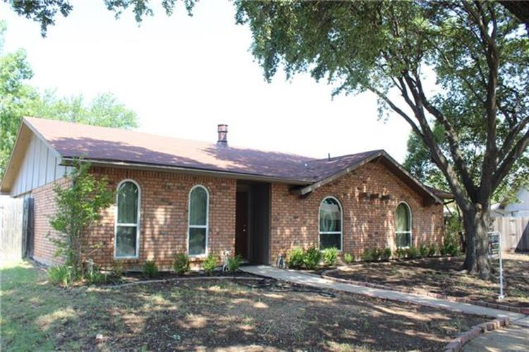 4833 Alta Oaks Court, The Colony, TX 75056