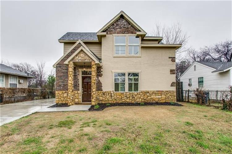 2105 Ash Crescent Street, Fort Worth, TX 76104