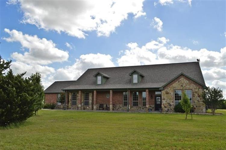1195 County Road 3545, Honey Grove, TX 75446