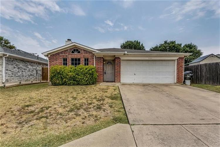 3705 Staghorn Circle S, Fort Worth, TX 76137