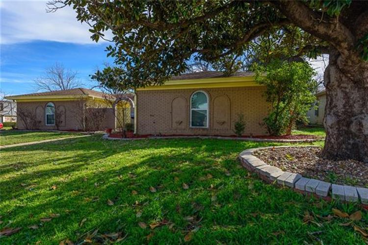 5024 Emerald Lake Drive, Fort Worth, TX 76103 - Image 1