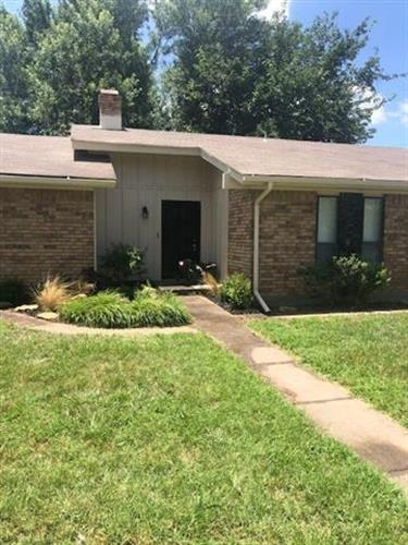 1300 Dallas Street, Bowie, TX 76230 - Image 1