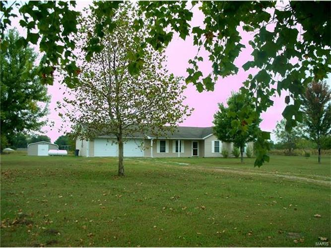 12417 Saverton West Dr., New London, MO 63459