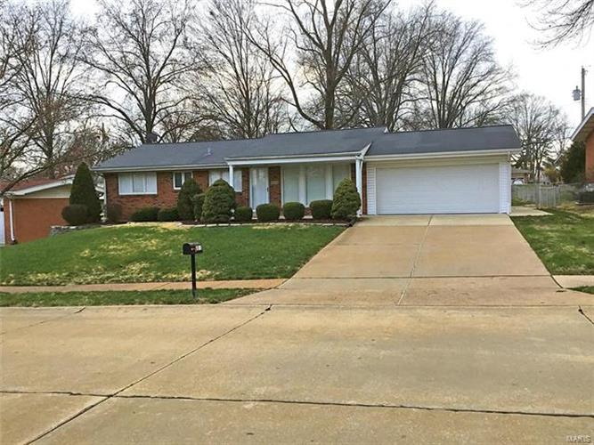 9325 Queenston Drive, Crestwood, MO 63126