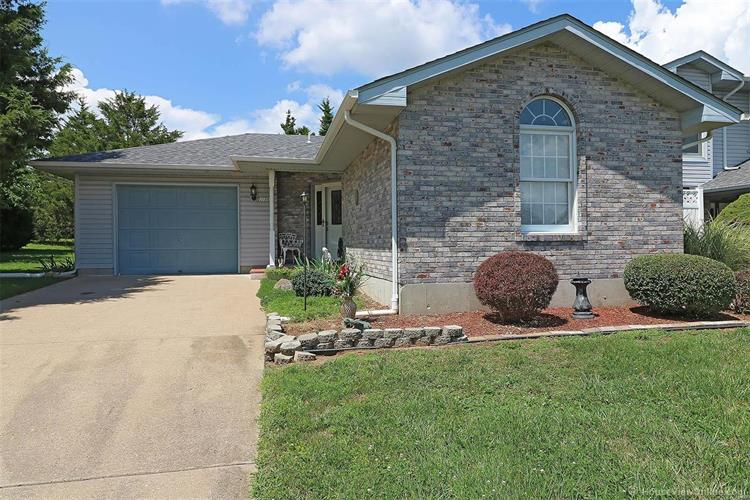 216 Holly Tree, Farmington, MO 63640