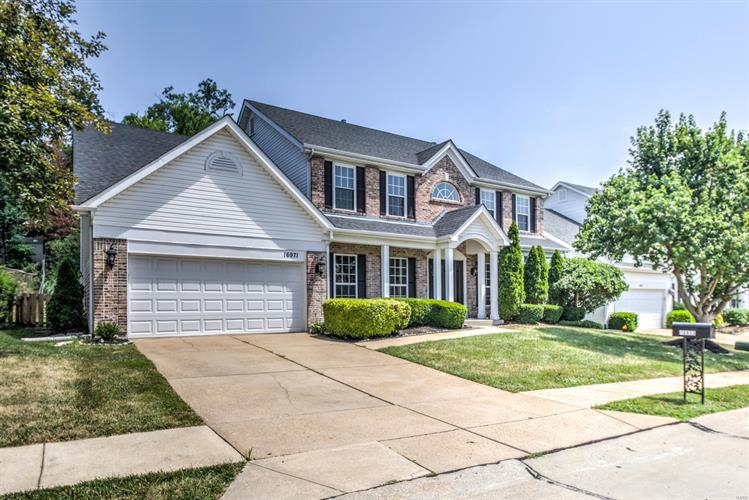 16971 Westridge Oaks Drive, Grover, MO 63040