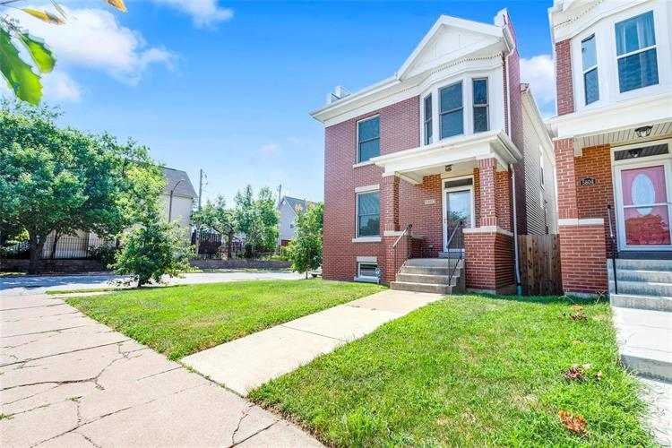 5802 Westminster Place, Saint Louis, MO 63112