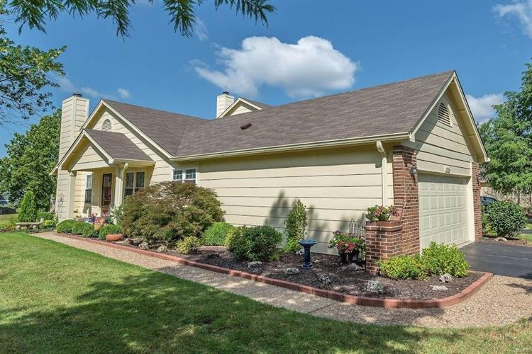 3184 Autumn Trace Dr, Maryland Heights, MO 63043