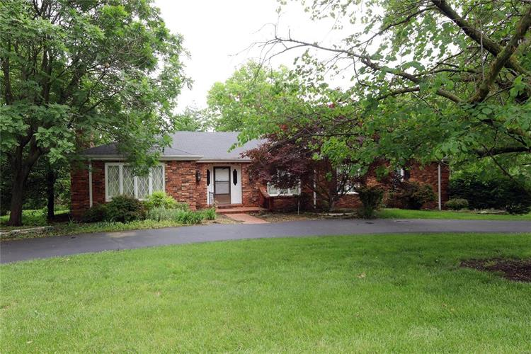 11701 Fallbrook, Town and Country, MO 63131