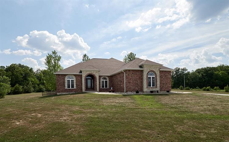 140 Foxwoods Court, Troy, MO 63379