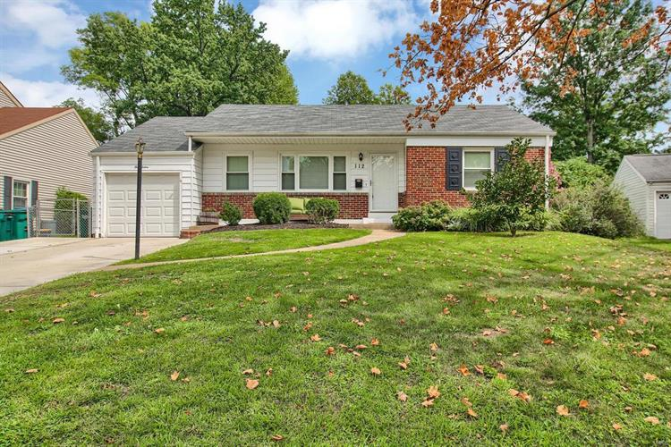 112 Turf Court, Webster Groves, MO 63119