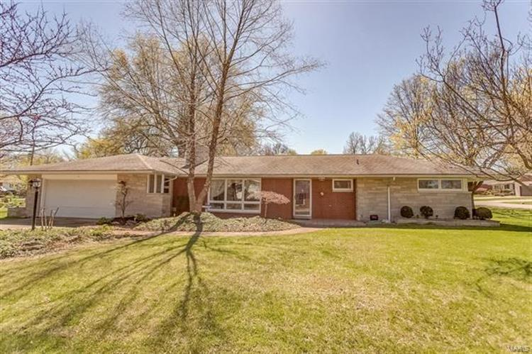 14 Memorial Drive, Highland, IL 62249 - Image 1