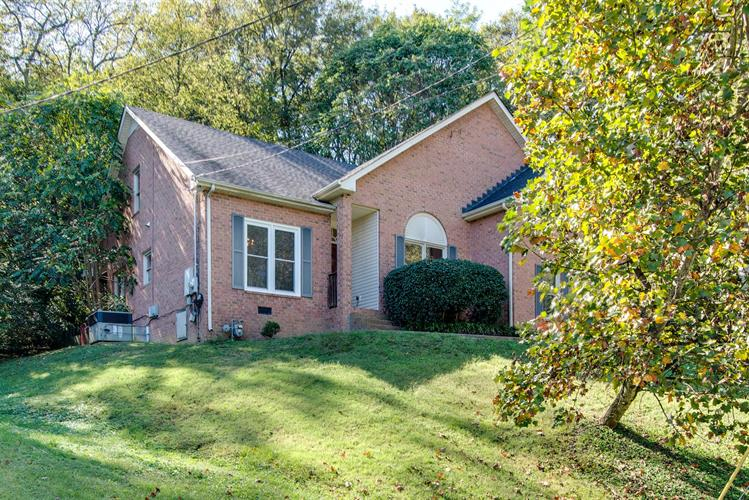 1120 Deerhurst Ct, Nashville, TN 37221