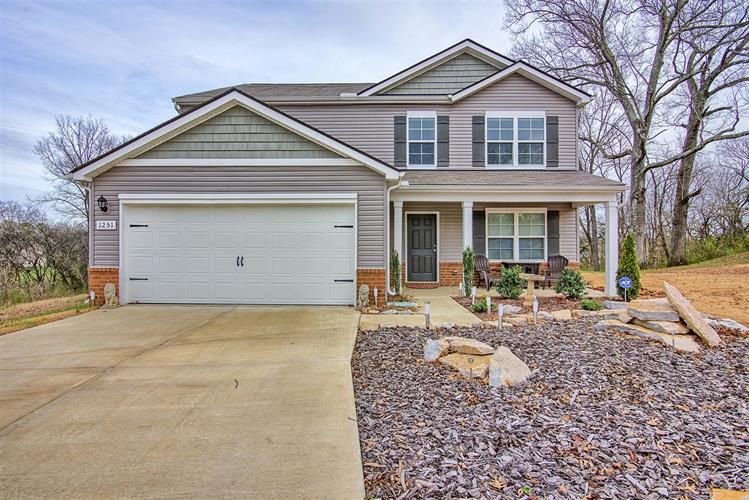 1251 Oxford Village Cv, Columbia, TN 38401