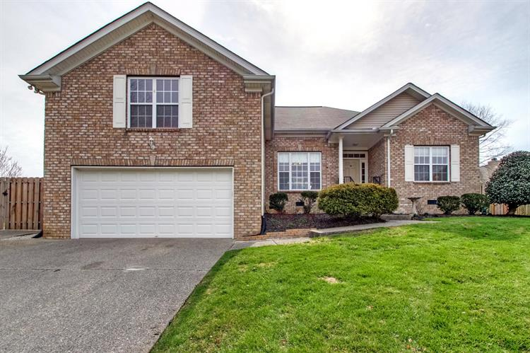 2005 Oakhall Ct, Mount Juliet, TN 37122