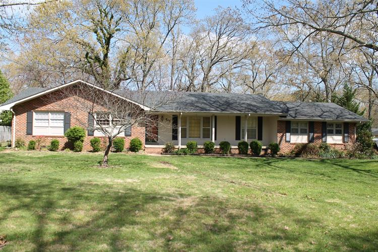 514 Sharondale Dr, Tullahoma, TN 37388