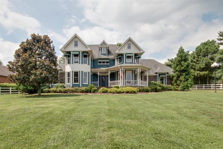 113 Bluegrass Cir, Hendersonville, TN 37075