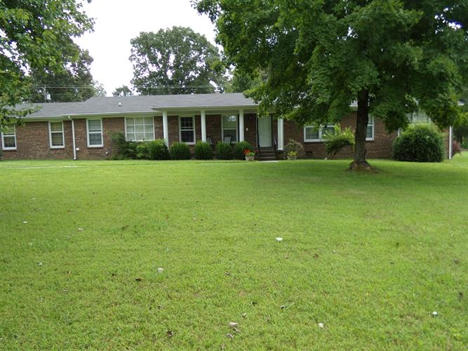 507 Twelve Oaks Rd, Tullahoma, TN 37388