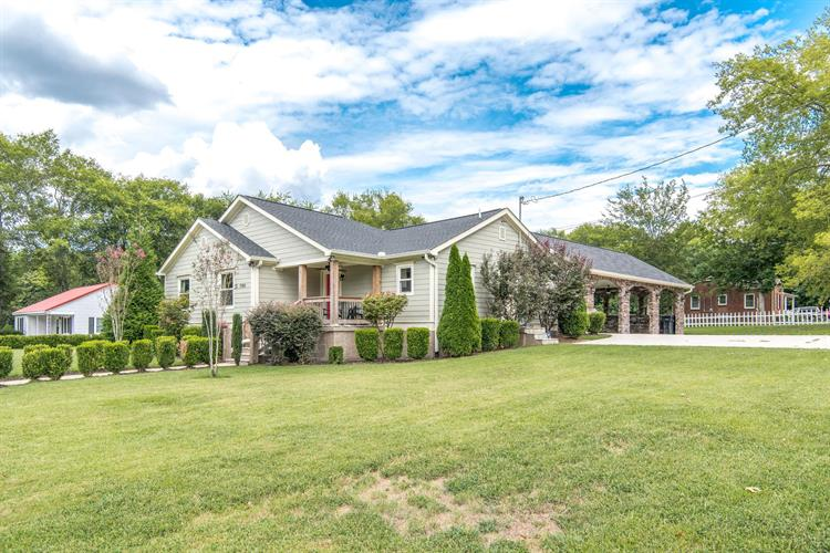 700 Royal Oaks Dr, Columbia, TN 38401