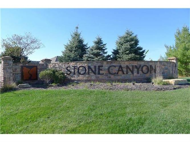 4233 S Stone Canyon Drive, Blue Springs, MO 64015