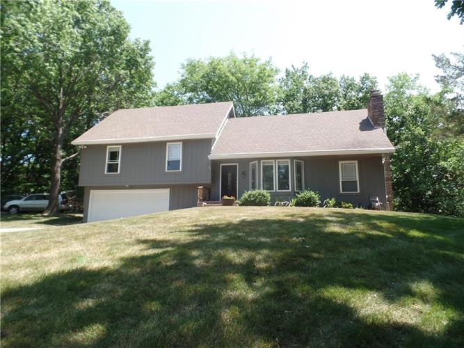 5409 NW Fox Hill Road, Parkville, MO 64152