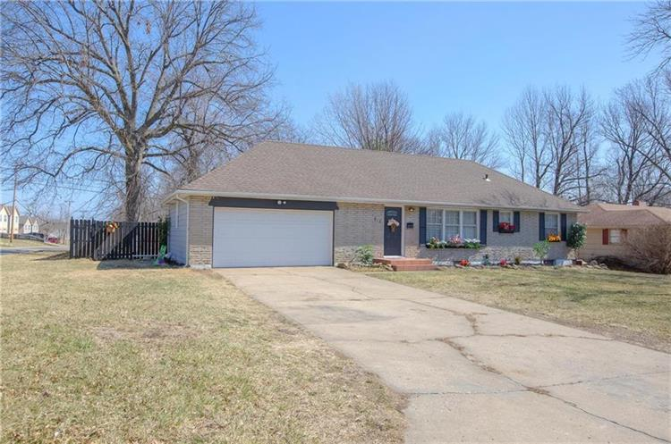815 N Crow Street, Independence, MO 64056