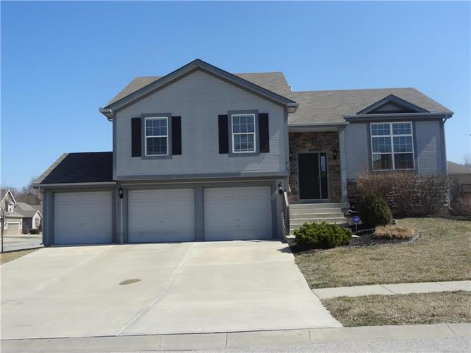 4801 Park Lane, Leavenworth, KS 66048
