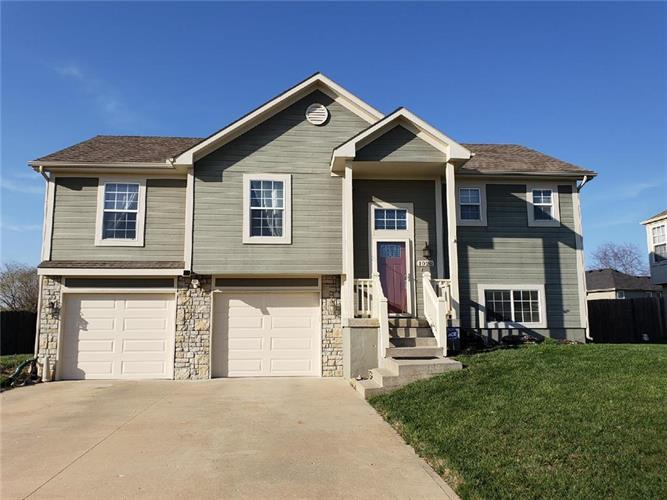 1020 Country Lane, Raymore, MO 64083
