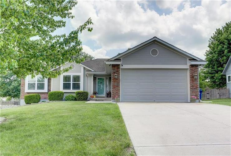 215 SW Marsh Wren Street, Lees Summit, MO 64082