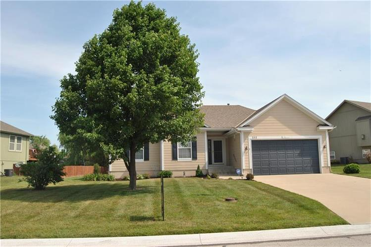 332 SW Chatham Court, Lees Summit, MO 64082