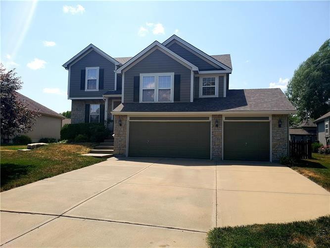 117 S Indian Wells Drive, Olathe, KS 66061