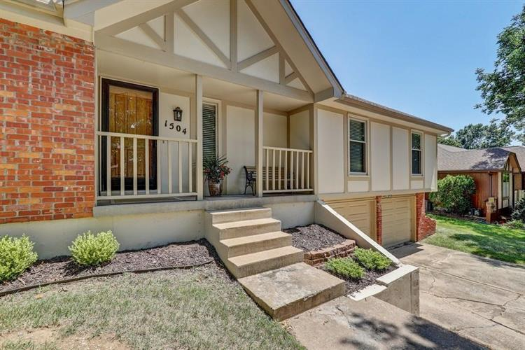 1504 SW Cherokee Strip, Blue Springs, MO 64015