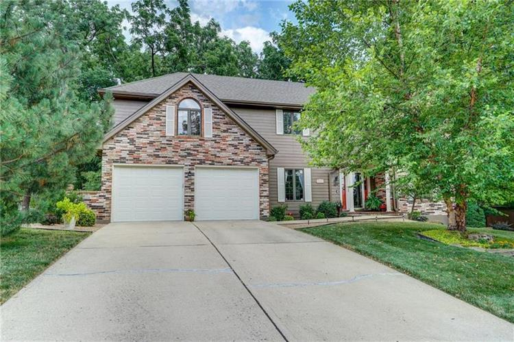 2300 NW Fawn Drive, Blue Springs, MO 64015