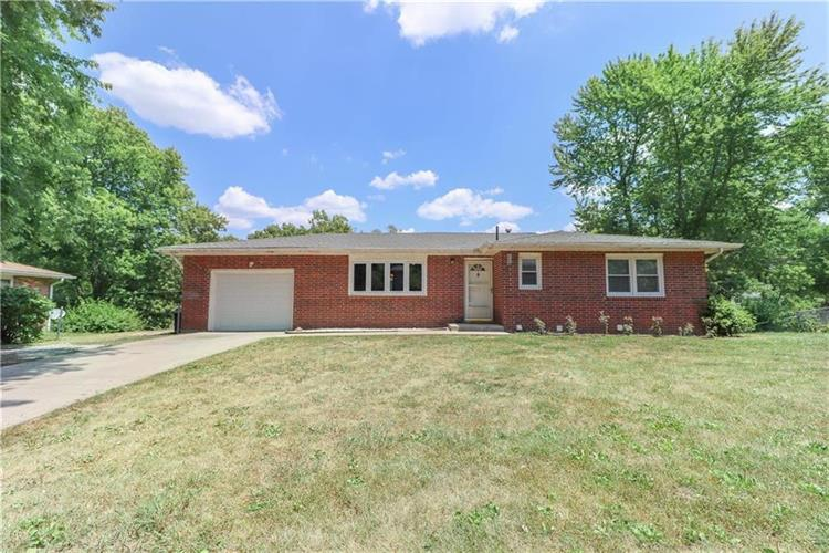 102 Lakeview Drive, Wood Heights, MO 64024