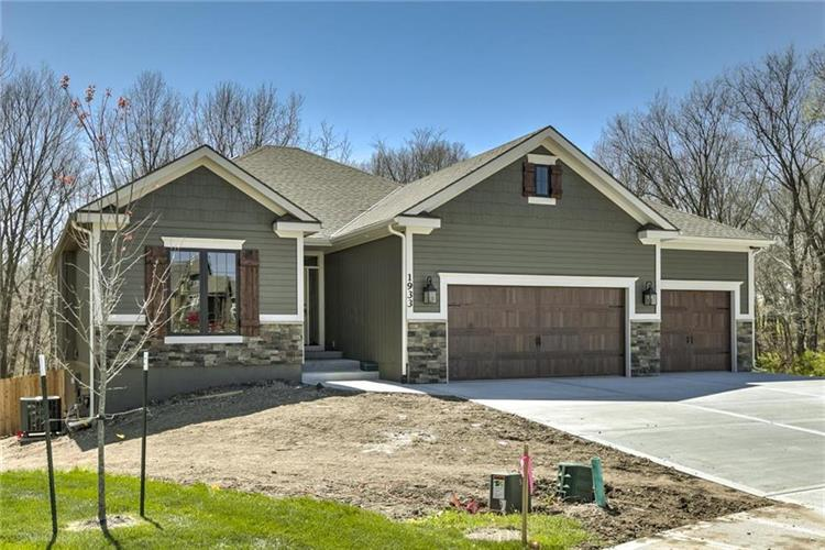20102 W 220th Terrace, Spring Hill, KS 66083