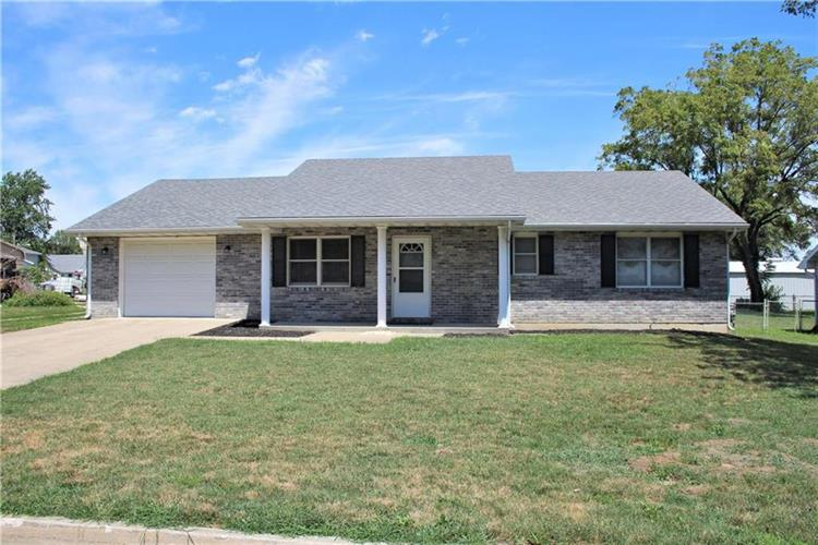 10 W 29th Street, Higginsville, MO 64037