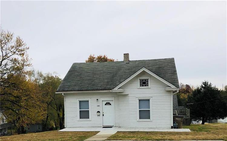 120 N 16th Street, Atchison, KS 66002