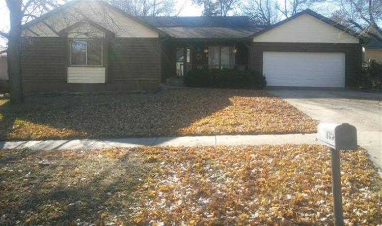 807 SE 42nd Terrace, Topeka KS 66609 For Sale, MLS # 2153638, Weichert com