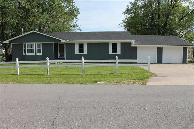 105 Broadway Street, Grain Valley, MO 64029 - Image 1