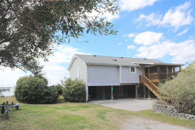 163 Rush Point Road, Harkers Island, NC 28531