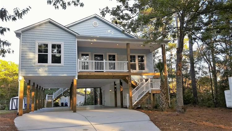 221 NE 35th Street, Oak Island, NC 28465