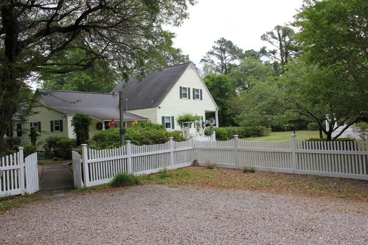 138 Bump Along Road, Wilmington, NC 28411