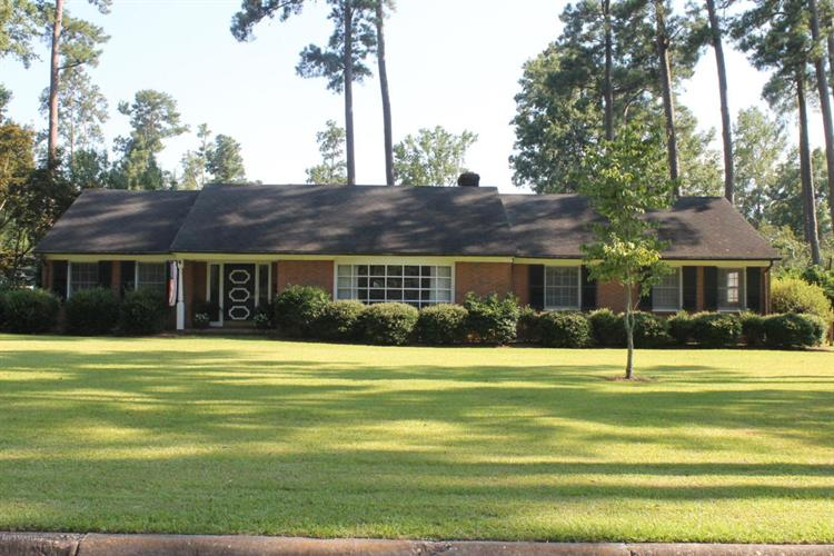 203 Maple Street, Whiteville, NC 28472
