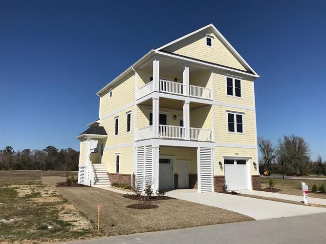 504 Cannonsgate Drive, Newport, NC 28570 - Image 1