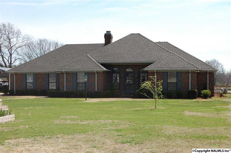 1290 COUNTY ROAD 28, Florence, AL 35634