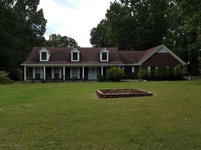 3221 Amy Drive, Nesbit, MS 38651