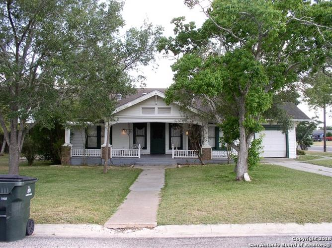 302 E MAIN AVE, Karnes City, TX 78118