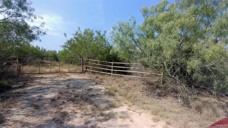 35 County Road 202, Uvalde, TX 78801