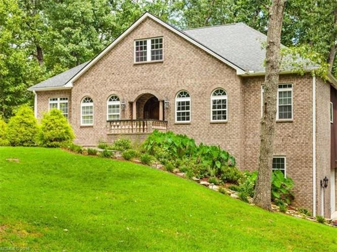 203 Foxwood Drive, Hendersonville, NC 28791
